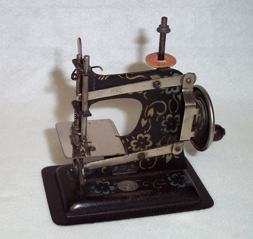 Shelly Burge Toy Sewing Machines